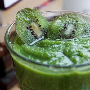 Grön morgonsmoothie med kiwi
